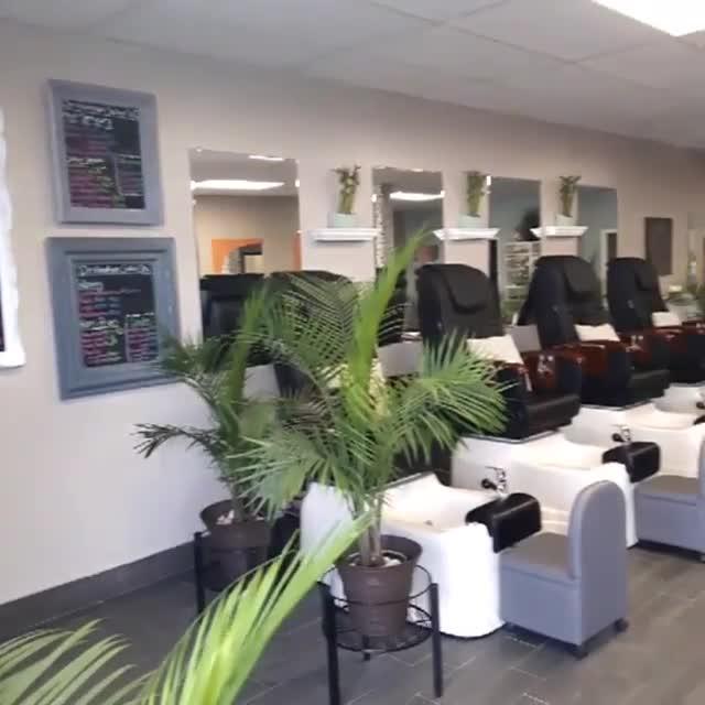 Destination Salon & Spa - Salons de coiffure et de beauté - 519-207-7500