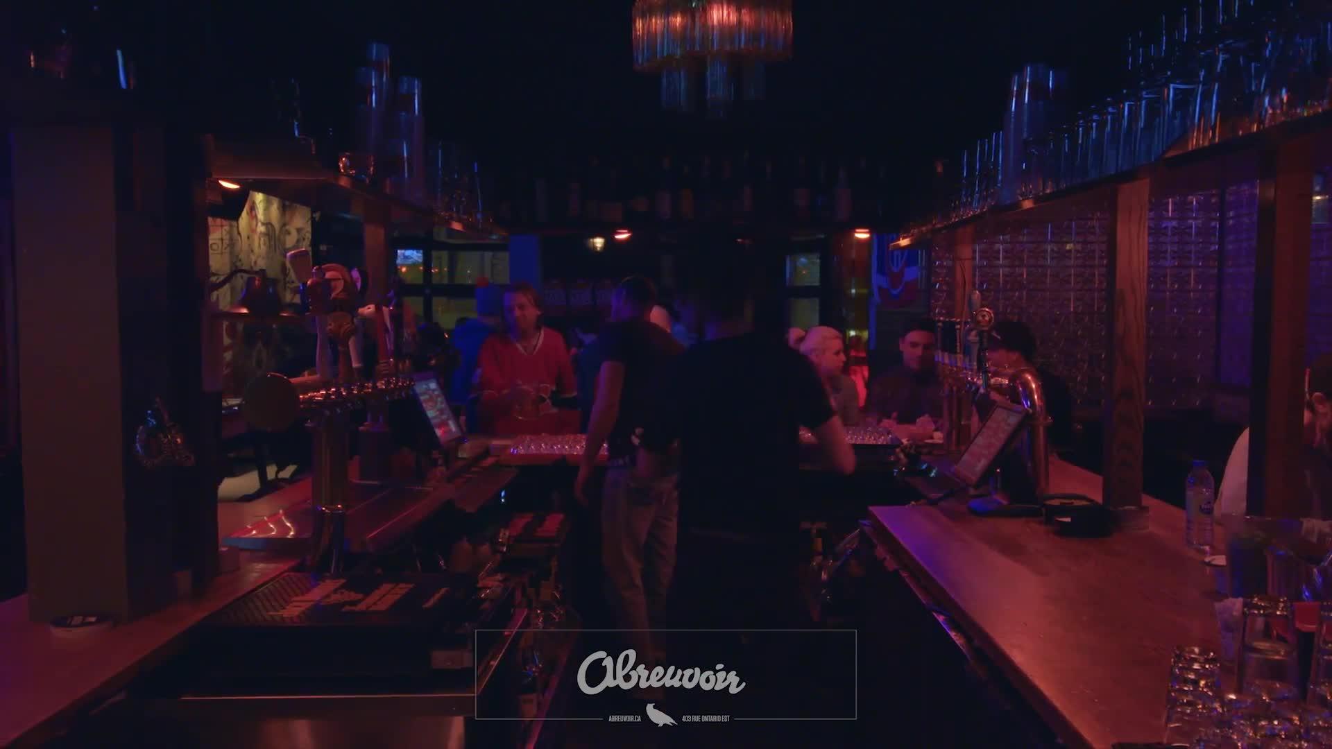 Pub L'Abreuvoir Inc - Bars - 5148435469