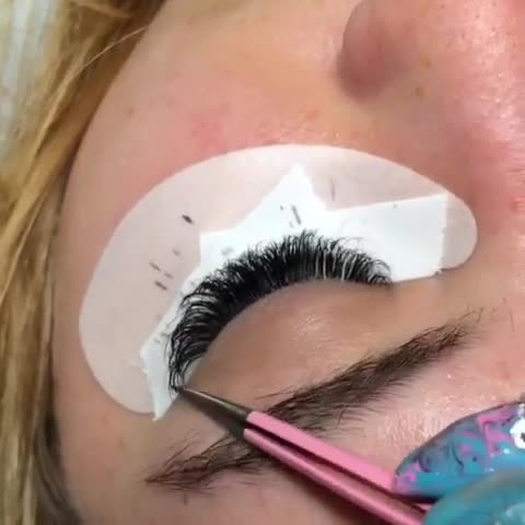 The Lash Girl - Estheticians - 403-795-2081