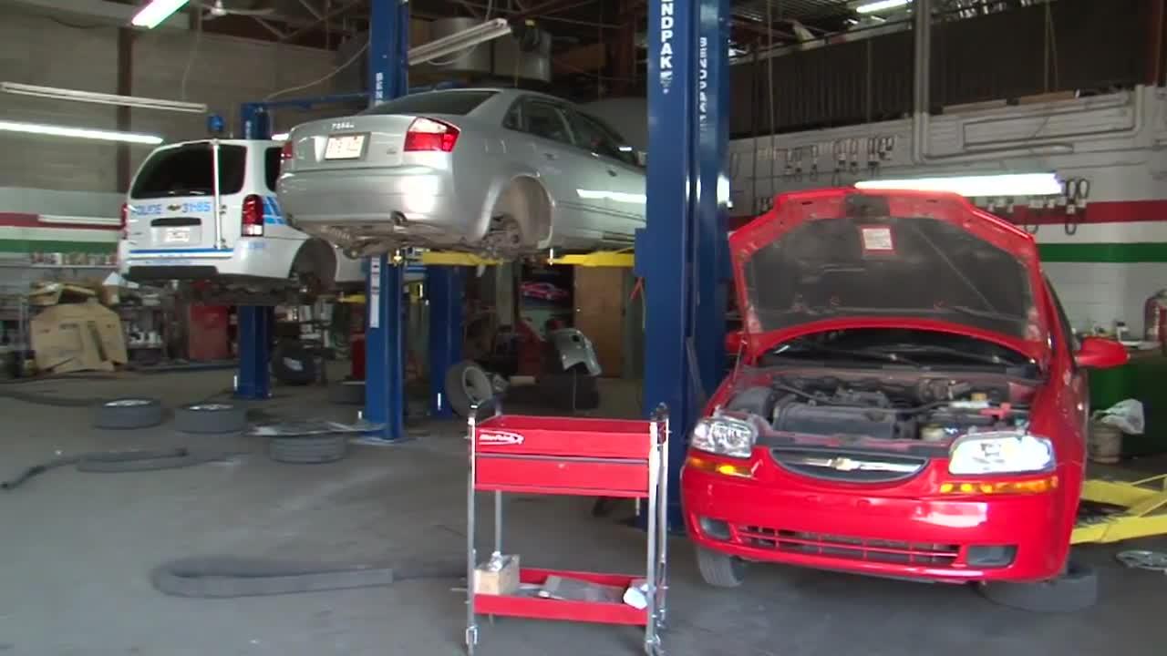 Auto Centre Carrosserie et Mécanique Rosemont - Réparation de carrosserie et peinture automobile - 514-278-3078